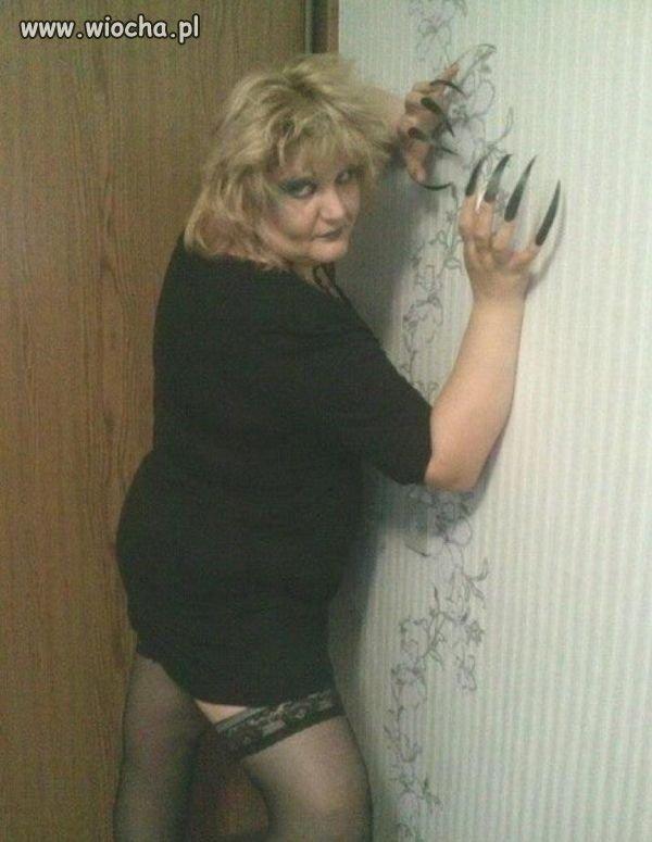 Ciekawe-jak-ona-sie-w-toalecie-podciera