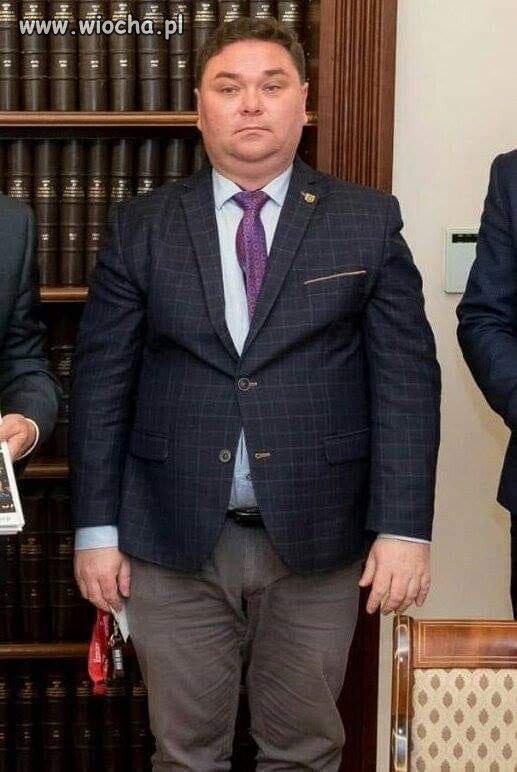 Pan-Wybranowski-nasmiewal-sie-ze-stroju
