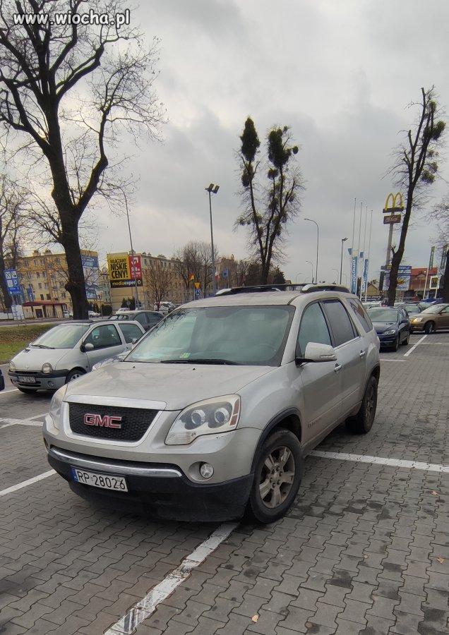 Jan na parkingu