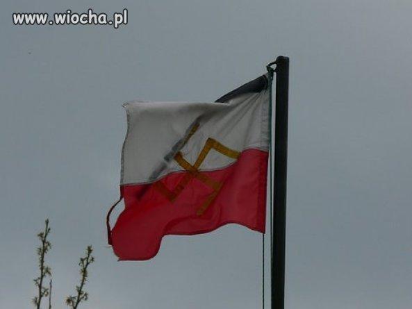Brak szacunku dla polskich flag