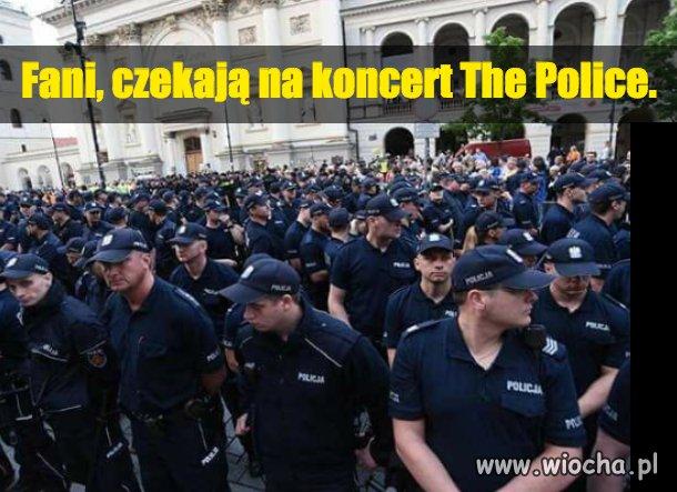 Fani-czekaja-na-koncert-The-Police