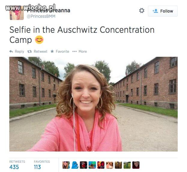 Nastolatka robi sobie selfie w Auschwitz!