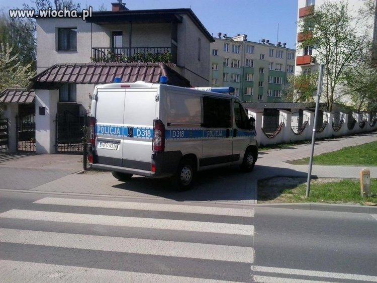 Policja-w-moim-miescie-parkuje-tak