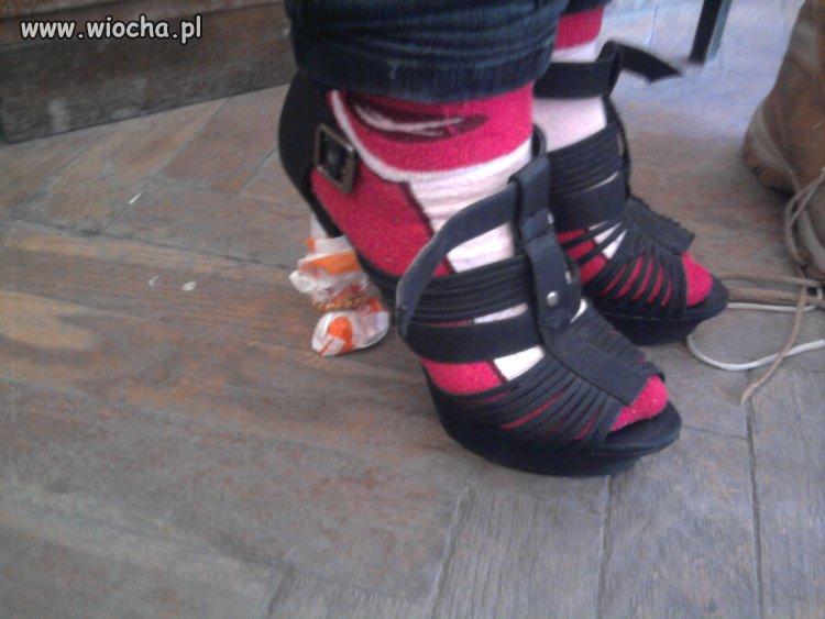 Skarpetki + buty na obcasach