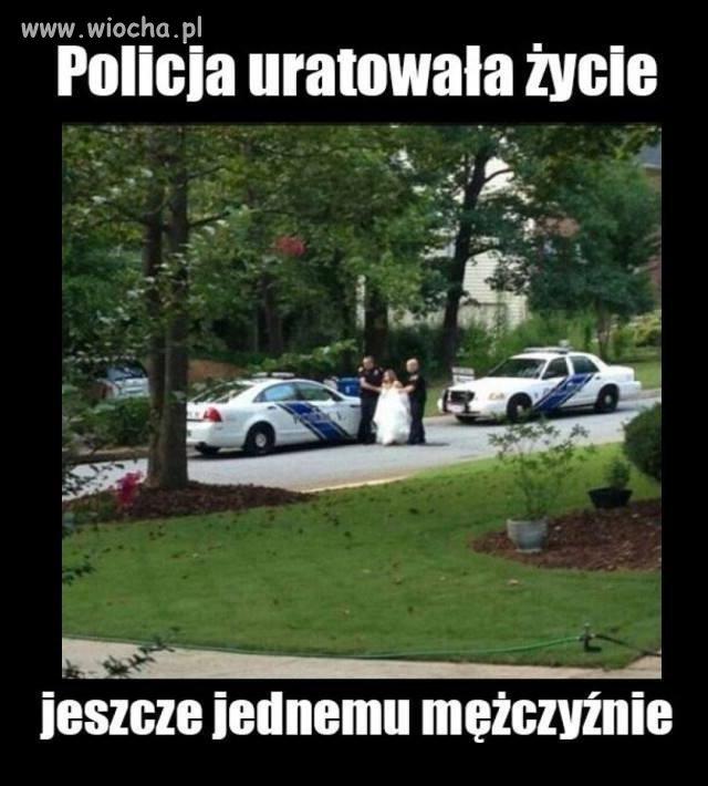 Policja-ratuje-zycie-mezczyznie