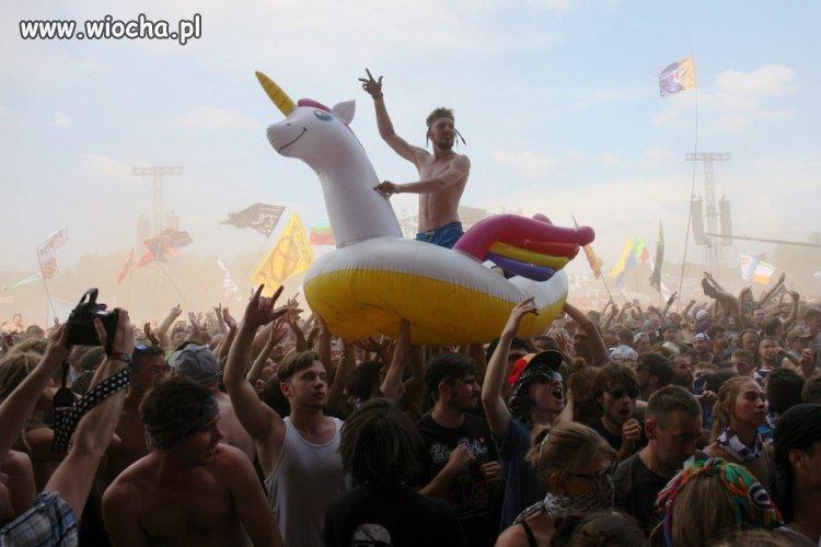 Zakaz-polewania-woda-na-Woodstocku