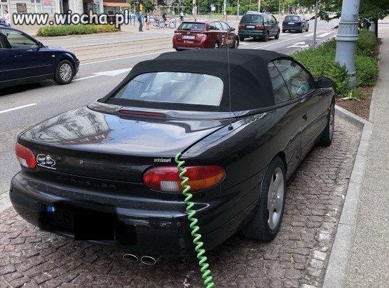 Udawal-ze-jego-samochod-jest...-elektryczy