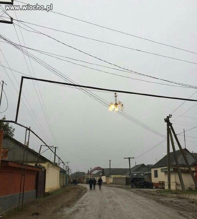 Rosja-u-nich-ulice-oswietla-sie-zyrandolami