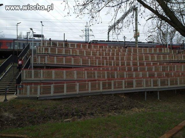 Schodami-10-metrow.-Wozkiem-1110-metrow