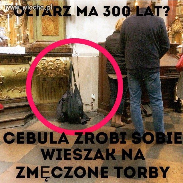Zmeczone-torby-wisza-na-oltarzu-z-1730-roku