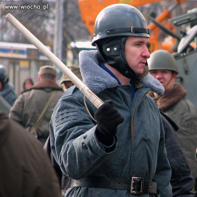 Zaufanie-do-policyjnego-munduru-leci-na-leb-na-szyje