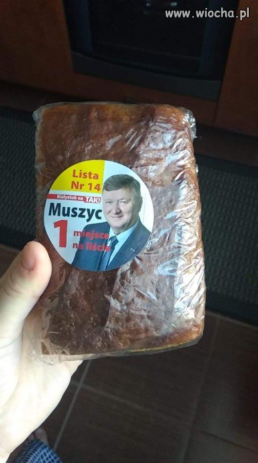 W-Bialymstoku-wrzucaja-do-skrzynek-chleb-wyborczy