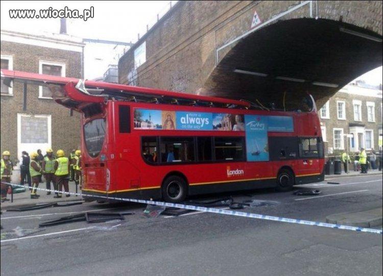 Doswiadczony-kierowca-autobusu-w-Londynie