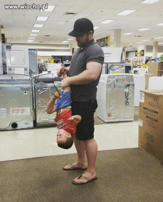 Ojciec-zaklada-synowi-buty