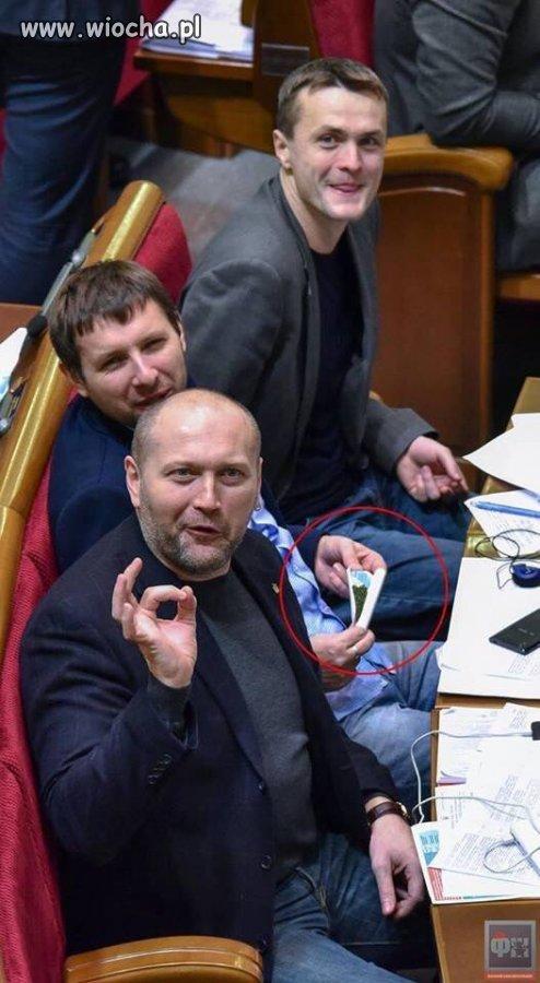Krecenie-gibonow-w-ukrainskim-parlamencie