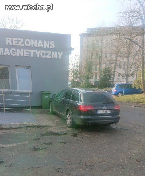 A w Skierniewicach parkuje tak . . .