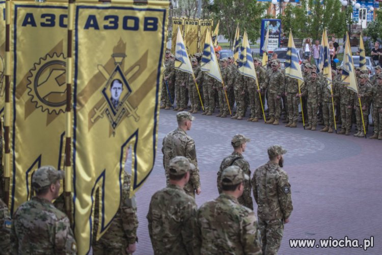 Ukraina wstaje z kolan