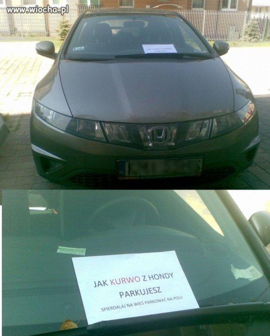 Zaparkowala-przed-drzwiami