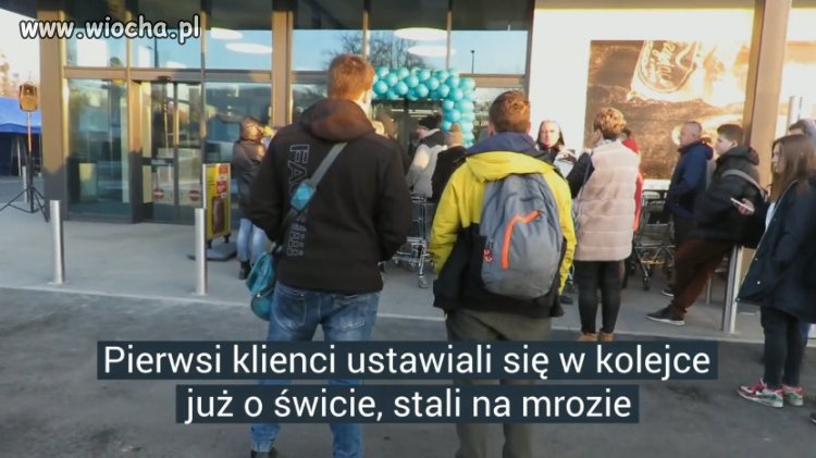Nerwowo na otwarciu Lidla w Wadowicach.