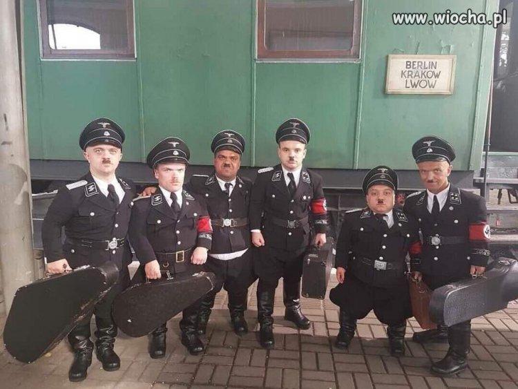 Zjazd-sobowtorow-Adolfa