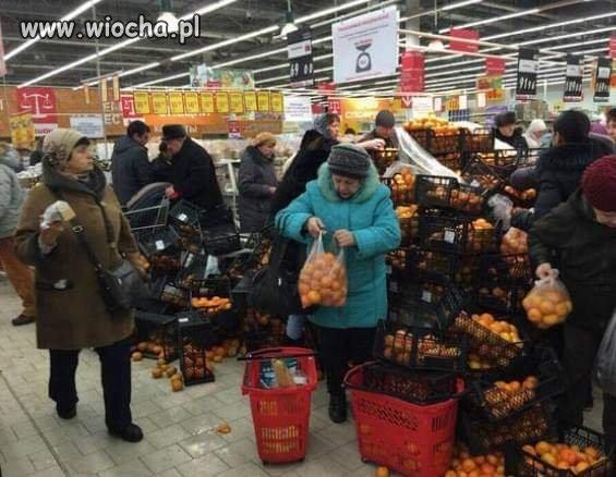 Promocja w supermarkecie na mandarynki