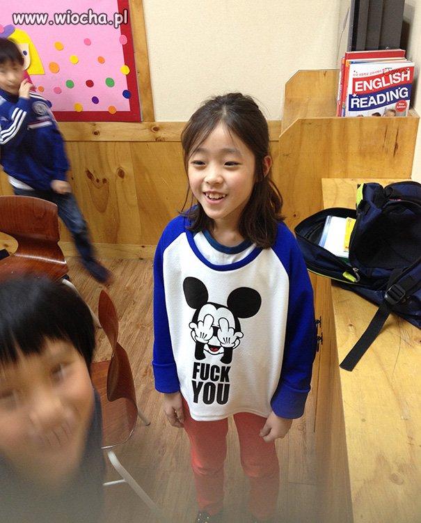 Chinski-sweterek-z-ulubionym-bohaterem