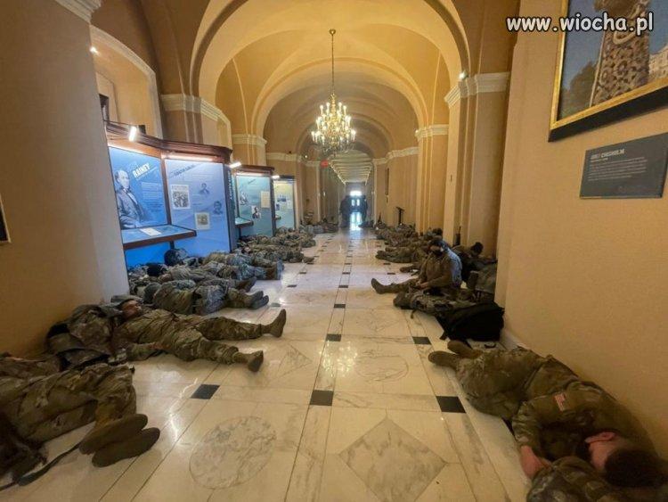 Amerykanskie-wojsko-strzeze-Kapitolu