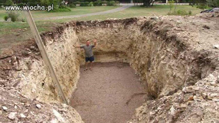 Podobno-Morawieckiemu-kazano-kopac-grob