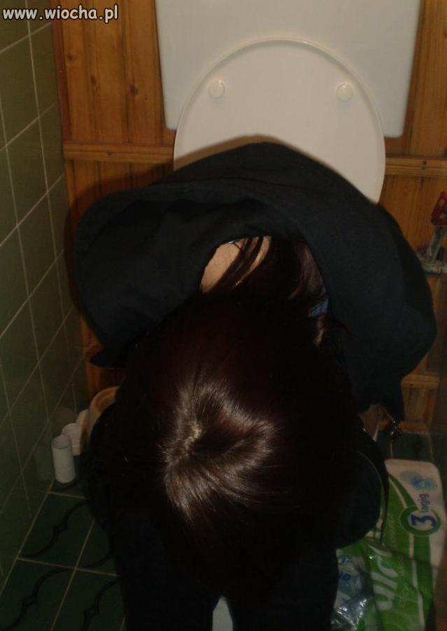 Dziunia i wc klocek