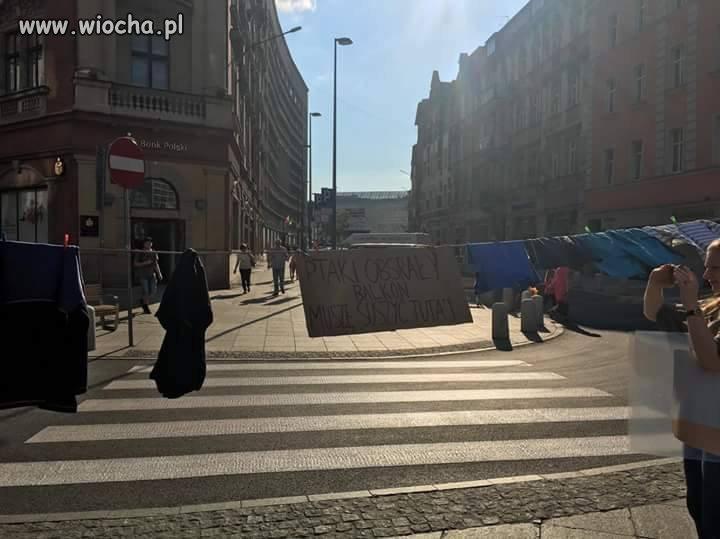 Rynek-Katowice-quotPtaki-balkon-obsaly