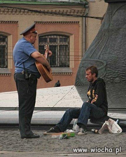 Policja-w-Rosji-ociepla-swoj-wizerunek