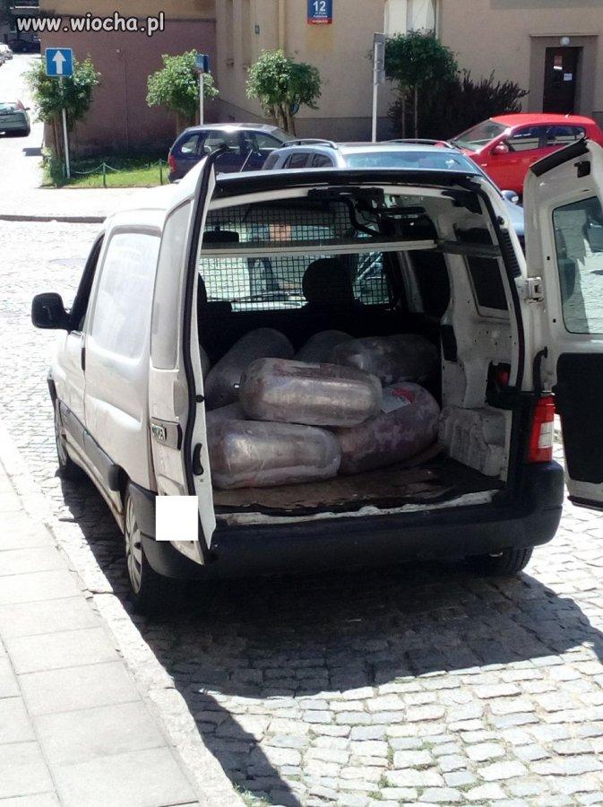 Przewoza-mieso-do-kebaba-w-zwyklym-samochodzie