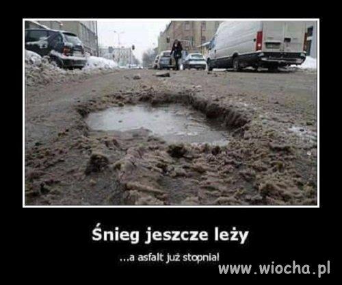 Snieg-jeszcze-lezy-a-asfalt