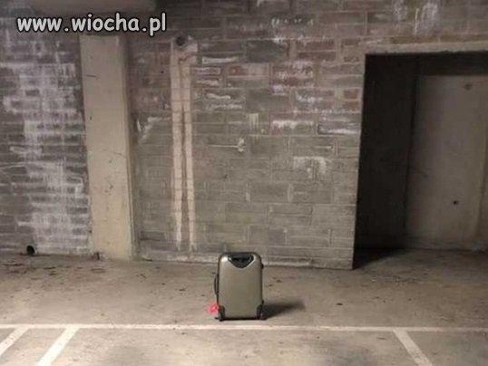 Niczym-pasazer-na-lotnisku-w-Radomiu