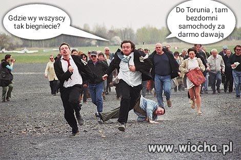 A-w-Toruniu-bezdomni-samochody-darmo-dawaja